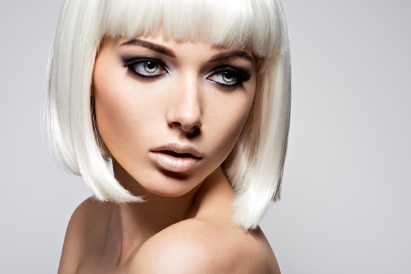 Characteristics and ways how to deal with a straight hair.